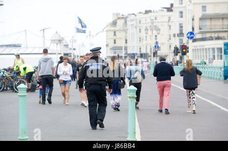 Brighton, UK. 27th May, 2017. A police officer walks along Brighton seafront today . What a difference a day makes - Stock Photo