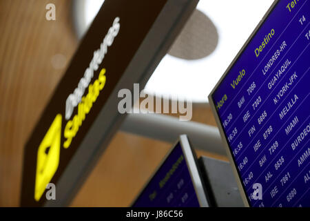 Madrid, Spain. 27th May, 2017. An information screen is seen at terminal 4 of Adolfo Suarez Madrid-Barajas airport - Stock Photo