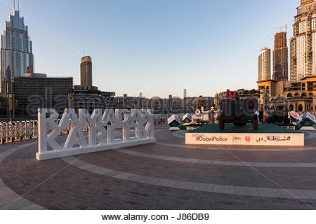 Burj Park, Dubai, UAE. 27th May, 2017. The firing of the cannon is an old tradition. During the holy month of Ramadan, - Stock Photo