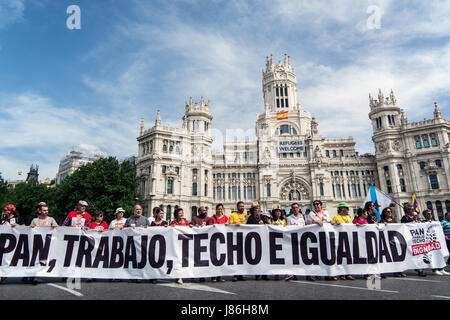 Madrid, Spain. 27th May, 2017. People protesting during the 'Marches os Dignity' under the slogan 'Bread, work, - Stock Photo