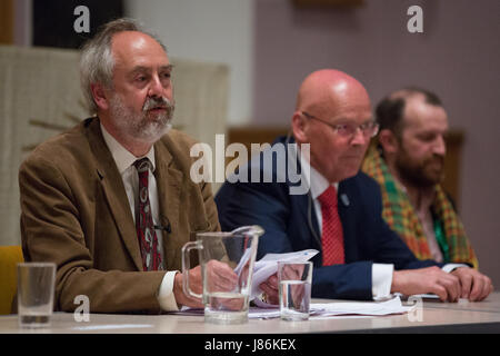 Maidenhead, UK. 27th May, 2017. Host Rabbi Dr Jonathan Romain closes a hustings event for the forthcoming general - Stock Photo