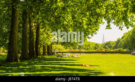 View Eastwards from Kensington Gardens London, with the London Eye & The Shard in the background. People relaxing - Stock Photo