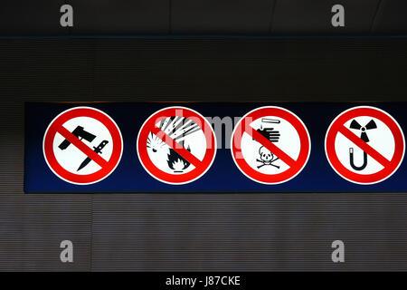 sign, signal, wait, waiting, station, hall, abandon, go away, depart, - Stock Photo