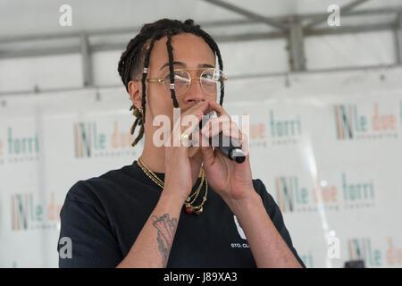 Stezzano, Italy. 27th May, 2017. Ghali Amdouni an Italian rapper of Tunisian origins, presents his album album and - Stock Photo