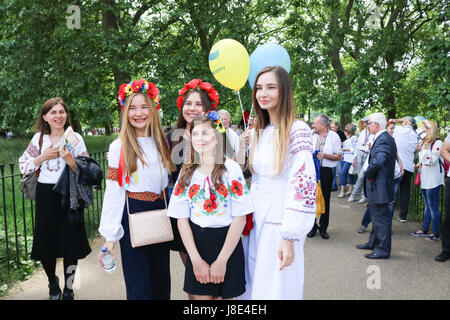 London, UK. 28th May, 2017. Members of the Ukrainian community in London march through Hyde Park to celebrate Vyshyvanka - Stock Photo