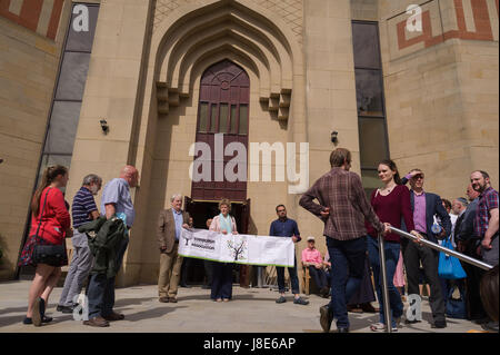 Edinburgh, UK. 28th May, 2017. An interfaith peace walk takes place in Edinburgh, setting off from St Mary's Roman - Stock Photo