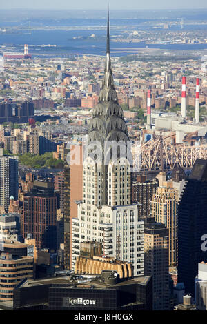view north east over midtown looking towards the robert f kennedy bridge in astoria with chrysler building in the - Stock Photo