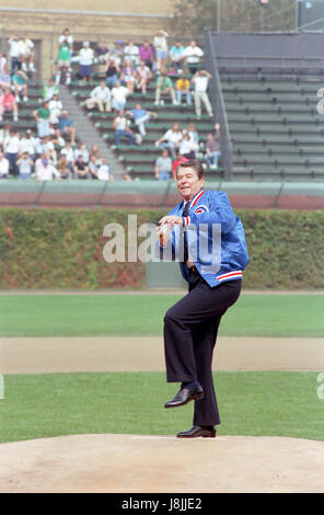 9/30/1988 President Reagan throwing out the first pitch at a baseball game between the Chicago Cubs and Pittsburgh - Stock Photo