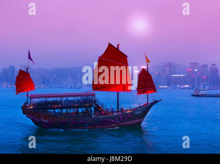 Junk boat in Victoria Harbour - Stock Photo