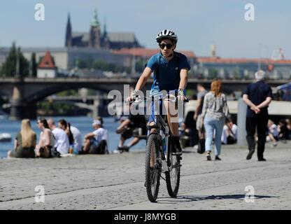 Prague, Czech Republic. 28th May, 2017. People enjoy warm weather in Prague, Czech Republic, May 28, 2017. Credit: - Stock Photo
