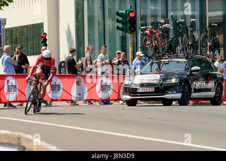 Milan, Italy. 28th May, 2017. Last stage of Giro 2017,  competitor Mads Pedersen followed by service car  tackles - Stock Photo