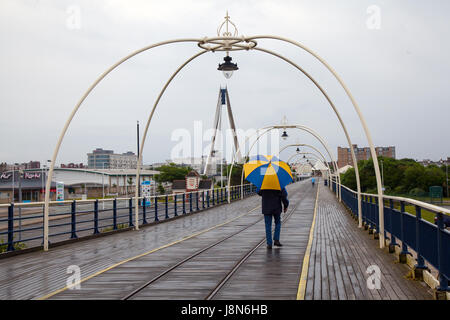 Southport Town, Lancashire, UK.  UK Weather.  30th May, 2017. Rain and wet conditions over the resorts pier as early - Stock Photo