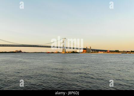 Benjamin Franklin Bridge, a suspension bridge across the Delaware River connecting Philadelphia, Pennsylvania, and - Stock Photo