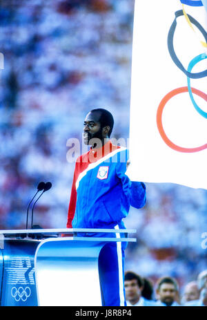 Edwin Moses (USA) takes the oath of the athletes at the opening ceremonies of the 1984 Olympic Summer Games, Los - Stock Photo