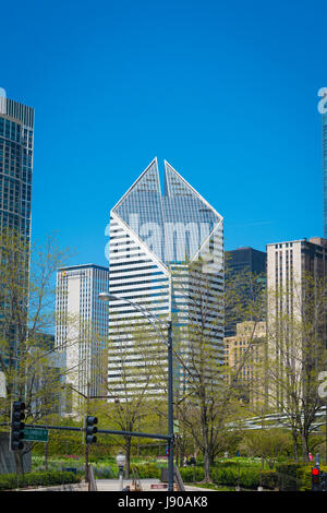 Chicago Illinois Near South Side Grant Park S Michigan Avenue Smurfit-Stone Building built 1984 by James Raymond - Stock Photo