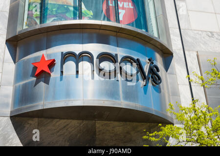 Chicago Illinois Near North Side Magnificent Mile N Michigan Avenue street scene Macys department store shop street - Stock Photo