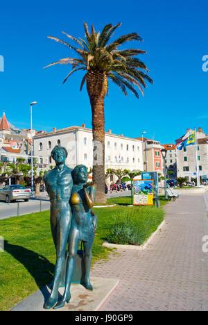 Spomenik Turistu, monument to tourists, Obala kralja Tomislava, seaside promenade, Makarska, Dalmatia, Croatia - Stock Photo