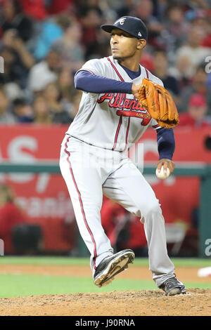 Los Angeles, California, USA. 30th May, 2017. May 30, 2017: Atlanta Braves relief pitcher Sam Freeman #39 pitches - Stock Photo