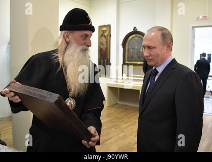 Moscow, Russia. 31st May, 2017. Metropolitan Korniliy (L) of the Russian Orthodox Old-Rite Church and Russia's President - Stock Photo