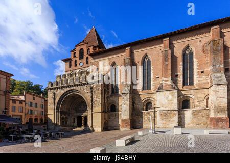 France, Tarn-et-Garonne (82), Moissac, abbaye Saint-Pierre, classé patrimoine mondial de l'UNESCO, la façade sud - Stock Photo