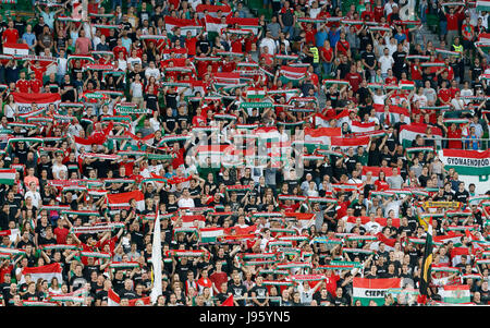 Budapest, Hungary. 05th June, 2017. BUDAPEST, HUNGARY - JUNE 5: The fans of Hungary sing the anthem prior to the - Stock Photo