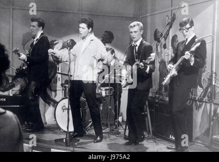 THE YOUNG ONES UK 1961 Sidney J. Furie CLIFF RICHARD and his Band The Shadows in a Musical scene. Regie: Sidney - Stock Photo