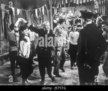 BARNACLE BILL UK 1957 Charles Frend The dancing ALEC GUINNESS as William Horatio Ambrose Regie: Charles Frend - Stock Photo
