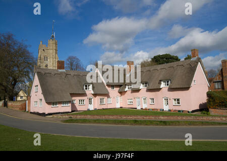 Pink Thatched Alms houses in Suffolk - Stock Photo