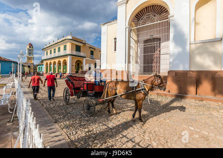 A horse-drawn cart known locally as a coche in Plaza Mayor, in the town of Trinidad, UNESCO, Cuba, West Indies, - Stock Photo