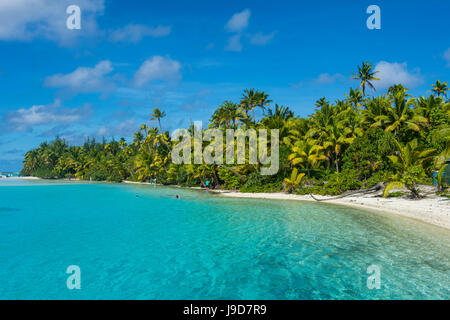 White sand bank in the turquoise waters of the Aitutaki lagoon, Rarotonga and the Cook Islands, South Pacific, Pacific - Stock Photo