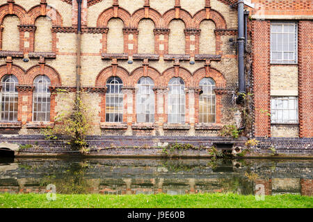 OXFORD/ UK- OCTOBER 26 2016: Exterior Of Victorian Factory By Canal In Oxford - Stock Photo
