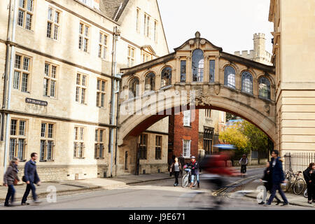 OXFORD/ UK- OCTOBER 26 2016:  Exterior Of The Bridge Of Sighs In Oxford - Stock Photo