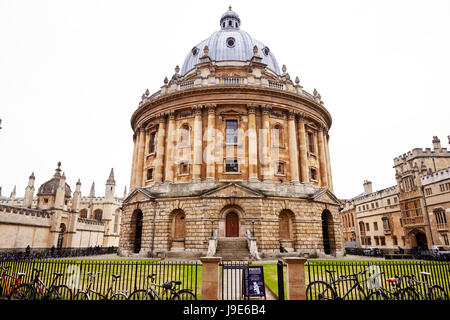 OXFORD/ UK- OCTOBER 26 2016: Exterior Of Radcliffe Camera Building In Oxford - Stock Photo