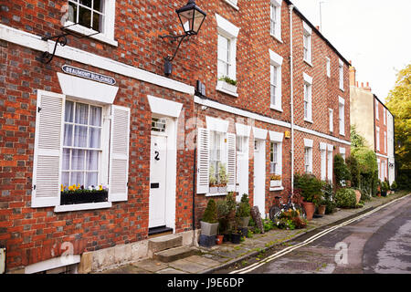 OXFORD/ UK- OCTOBER 26 2016: Exterior Of Terraced Houses In Oxford - Stock Photo