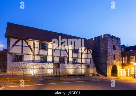 England, Hampshire, Southampton, Tudor Merchants Hall and Westgate, - Stock Photo