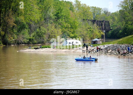 CAMPING,BOATING AND FISHING ON THE BANKS OF THE SANDUSKY RIVER, A TRIBUTARY OF LAKE ERIE. - Stock Photo