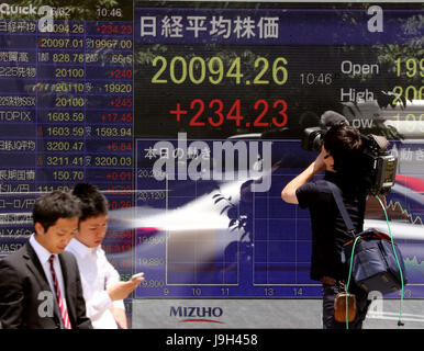 Tokyo, Japan. 2nd June, 2017. A TV crew video tapes a share prices board in Tokyo on Friday, June 2, 2017. Japan's - Stock Photo