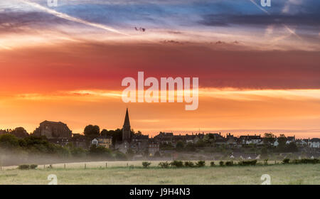 Malmesbury, Wiltshire, UK. 2nd Jun, 2017. UK Weather - After a cooler night, a colourful dawn sky over the Wiltshire - Stock Photo
