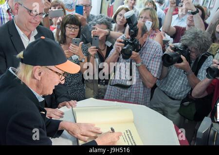 Kelkheim, Germany. 1st June, 2017. Otto Waalkes, German comedian, singer, painter, exhibition opening. The exhibition - Stock Photo