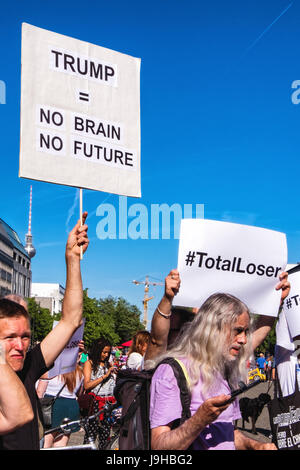 Berlin, Germany. 2nd June, 2017. Green Peace & Berliners protest outside US Embassy after President Donald Trump announces withdrawal from the Paris Climate change agreement. The move was condemned internationally and the USA now joins Syria and Nicaragua as the world's only non-participants in the landmark accord. Credit: Eden Breitz/Alamy Live News Stock Photo