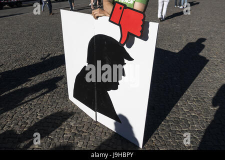 Berlin, Berlin, Germany. 2nd June, 2017. Demonstrators hold signs to protest against President Trump's decision to pull out of the Paris Agreement, on June 2, 2017, near the Brandenburg Gate, in Berlin. Credit: Omer Messinger/ZUMA Wire/Alamy Live News Stock Photo