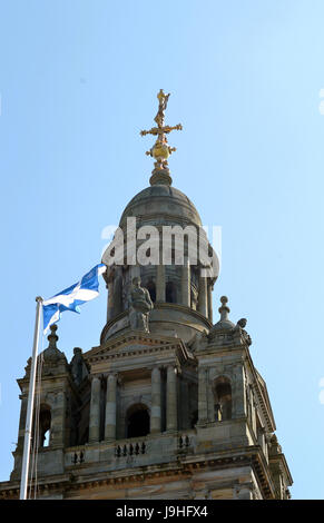 The Scottish flag, the Saltire, flies on top of the City Chambers in George Square, Glasgow, Scotland. At the 2017 - Stock Photo