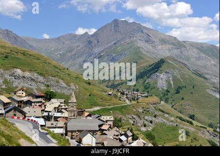 France, Hautes-Alpes, National Park Écrins, Les Terrasses village near La Grave - Stock Photo