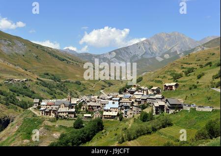 France, Hautes-Alpes, National Park Écrins, Le Chazelet village near La Grave - Stock Photo