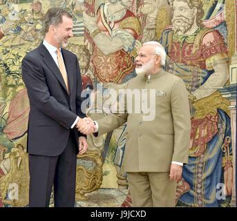Indian Prime Minister Narendra Modi, right, shakes hands with King Felipe VI of Spain, at Palacio de la Zarzuela - Stock Photo