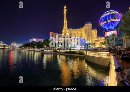 Казино париж река рулетка в леон покере