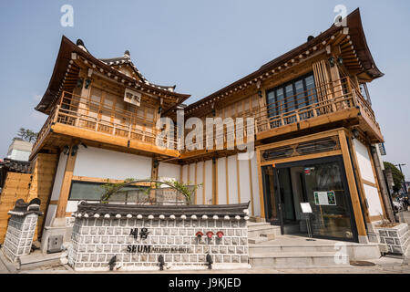 Seum Art Space & Gallery, Samchungro, Seoul, South Korea - Stock Photo