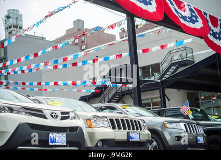 Used cars on display at Manhattan Chrysler Jeep Dodge dealership in New York on Sunday, May 28, 2017. ( © Richard - Stock Photo