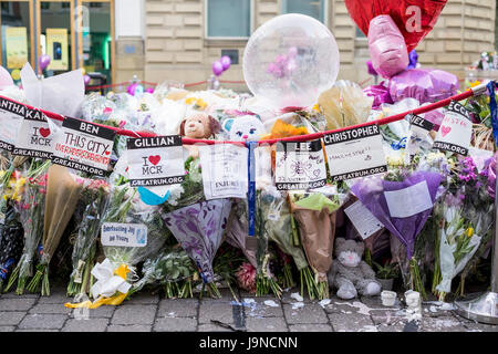 Manchester UK. 3rd June 2017. Moving floral tribute to the 22 people killed in the terror attack at the Ariana Grande - Stock Photo
