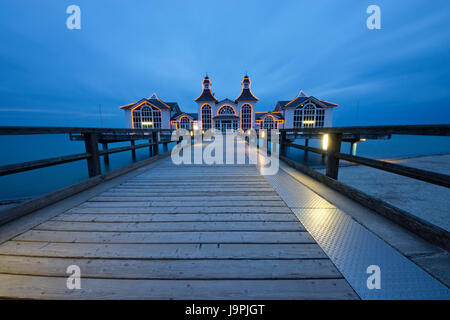 the pier of sellin on a wolkentag - Stock Photo